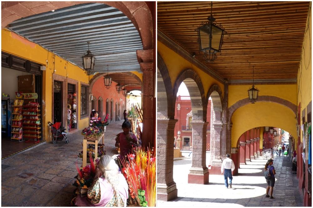 Porches que envuelven El Jardín, la plaza principal de Allende.
