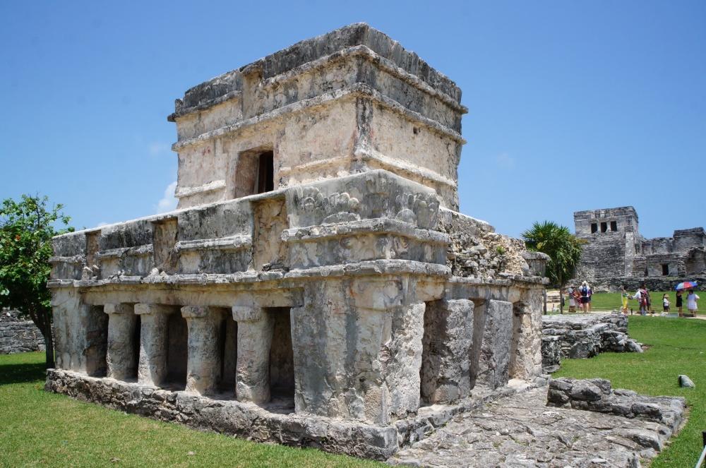 Construcción simple de uno de las edificaciones interiores del recinto murallado.