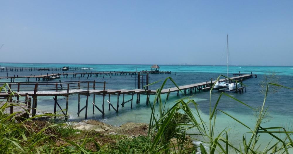 Vista de la costa sur de Isla Mujeres, por donde llegan los ferrys.