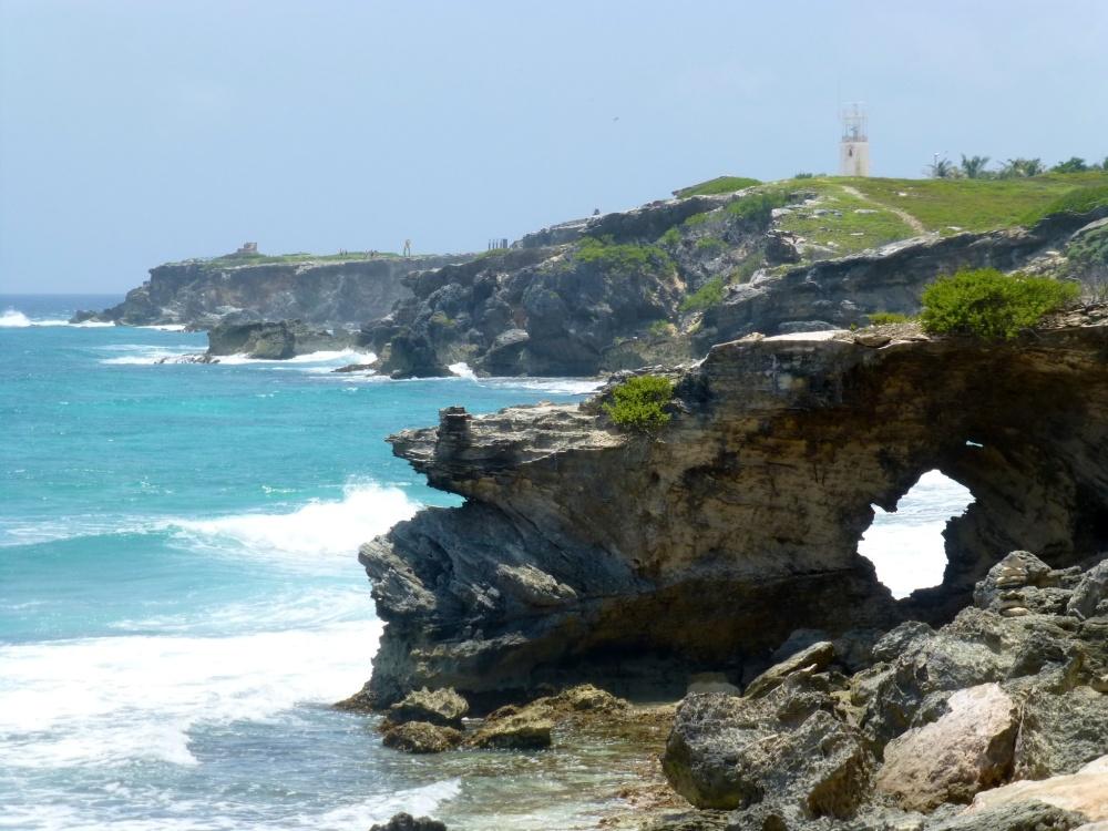 Accidentada costa norte de la isla donde los dueños son los lagartos.