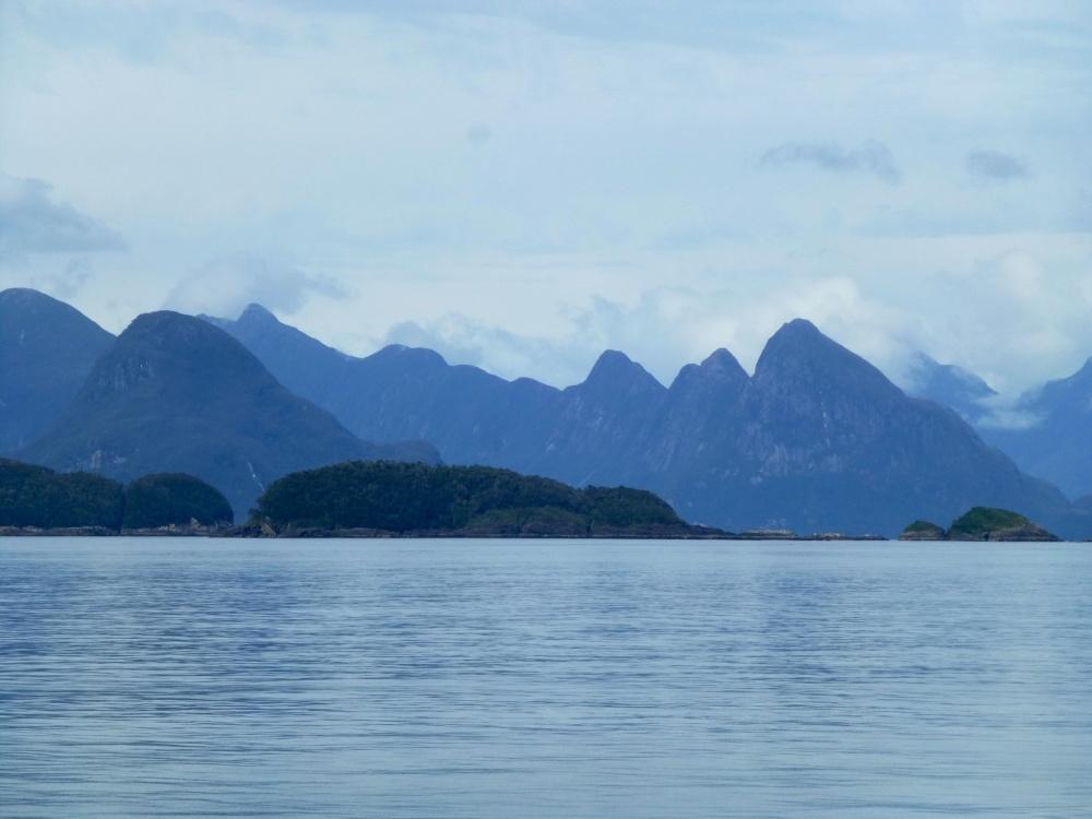 La forma de las montañas nos recordaron por un momento a las de la bahía de Halong en Vietnam.