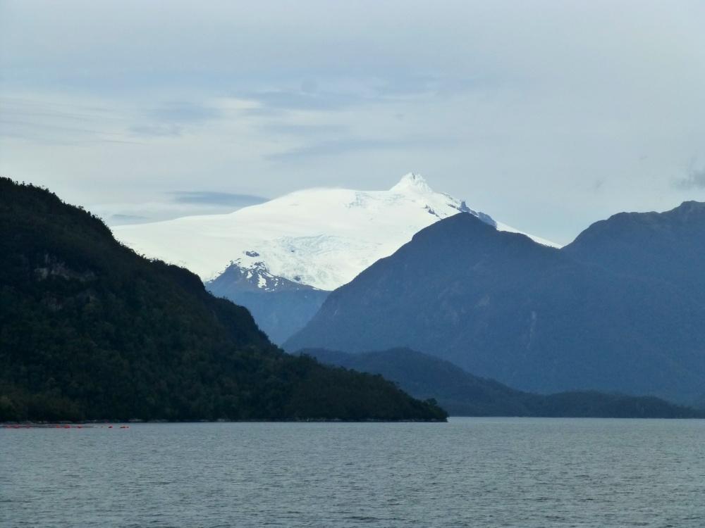 Algunas cumbres aún siguen nevadas a pesar que de que ya estamos al final de la primavera.