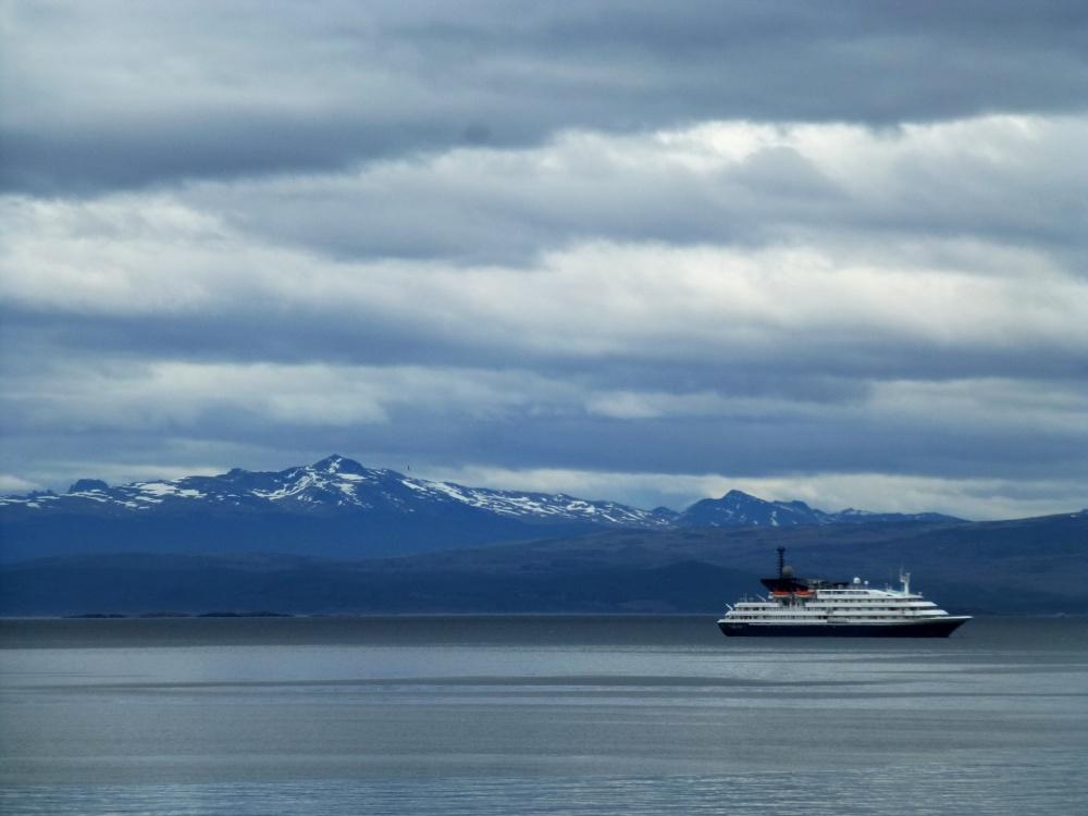 Uno de los barcos de pasajeros que van hacia la Antártida!