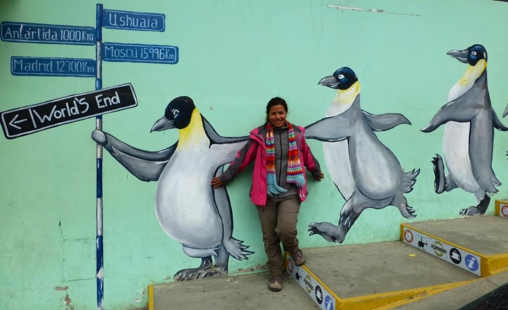 Nos conformaremos de momento con acompañar a los pingüinos de este mural en su camino a la Antártida! España queda a
