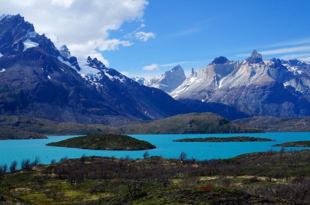 Vista cercana del lago: el color azul no parece real!