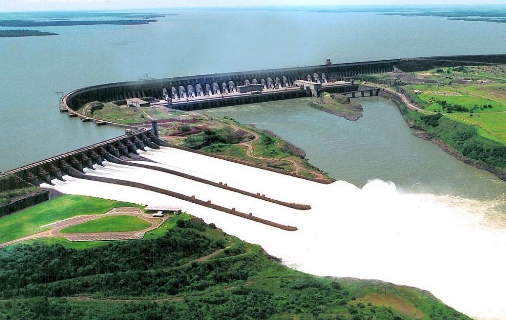 Presa de Itaipú, una de las más grandes del mundo (imagen internet).