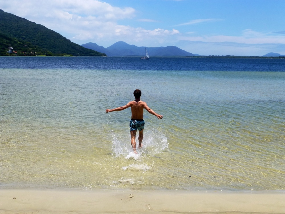 Tomando un baño en un de las playas de Isla Catarina (Florianopolis).